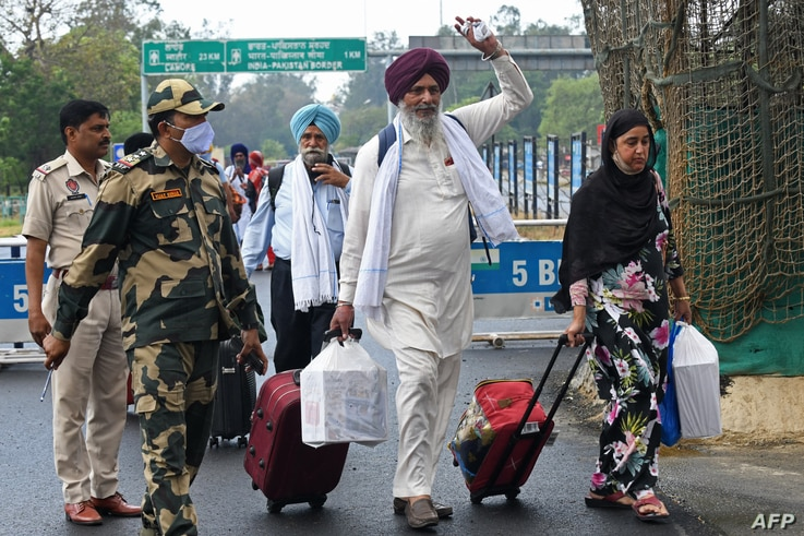 Sikh pilgrims return from Pakistan after celebrating the Baisakhi festival at India-Pakistan Wagah border, about 35 kms from Amritsar, April 22, 2021.