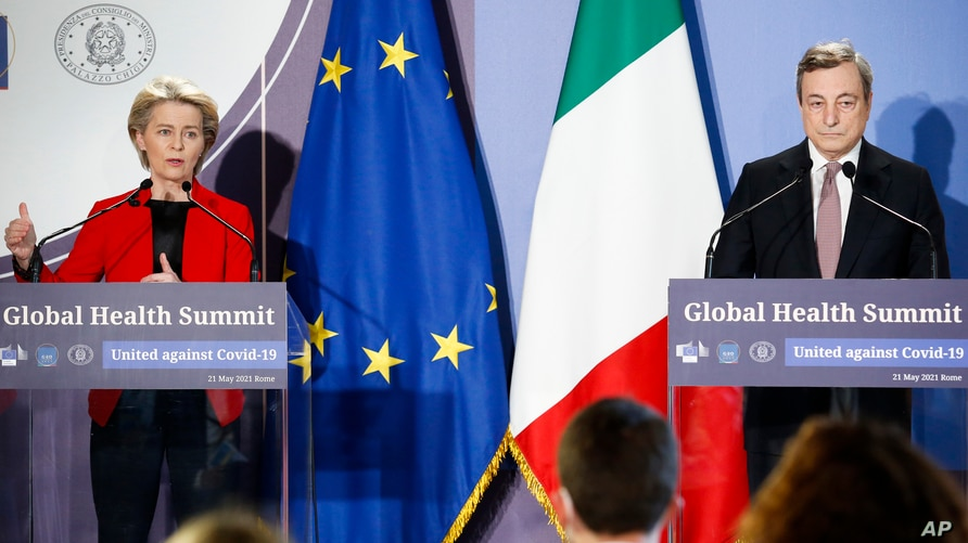 EU Commission President Ursula von Der Leyen, left, and Italian Premier Mario Draghi give a press conference at the end of a…