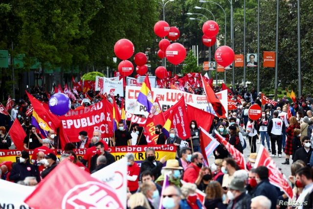 People march during a protest to mark the International Labour Day in Madrid, Spain, May 1, 2021. REUTERS/Sergio Perez