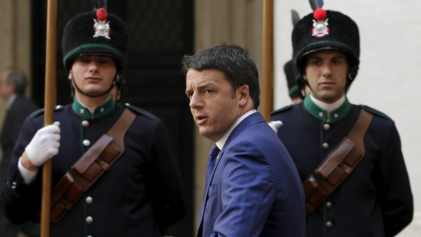 Italian Prime Minister Matteo Renzi looks on as he arrives to meet Ireland's Prime Minister Enda Kenny at the Chigi palace in Rome, Italy, July 10, 2015. REUTERS/ Max Rossi