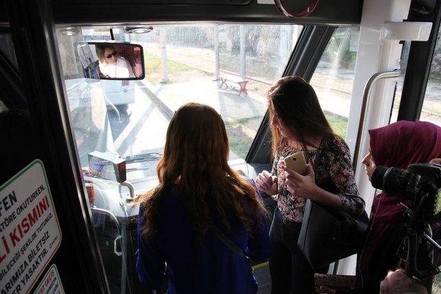 Pembe trambüs sefere başladı