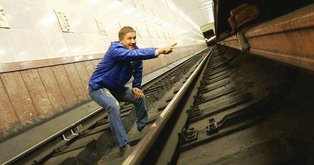 Düşen asansörden nasıl kurtulunur? Metroya düşünce ne yapmak gerekir?