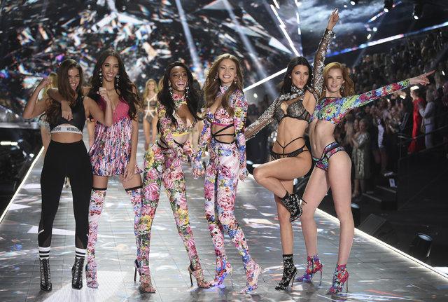 Victoria's Secret melekleri podyumda! İşte 2018 Victoria Secret defilesinden kareler!