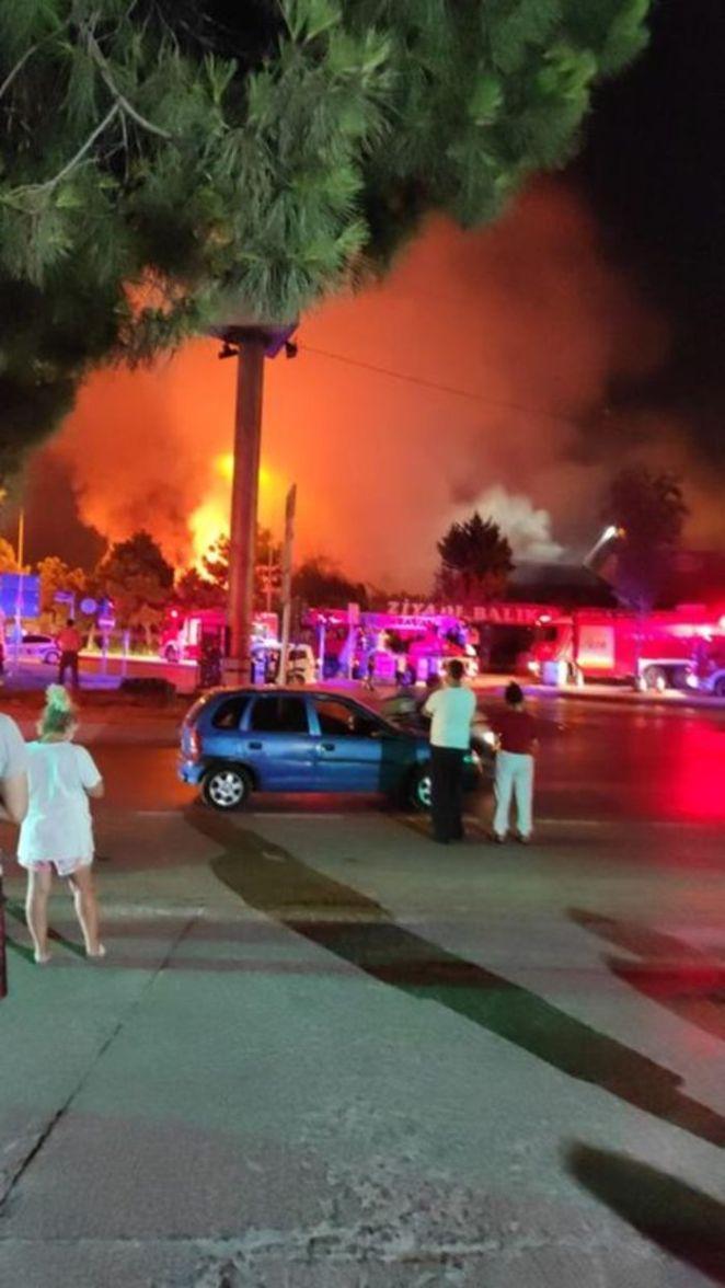 İstanbul'da yangın paniği! SON DAKİKA: Balık restoranı küle döndü - Başakşehir 14