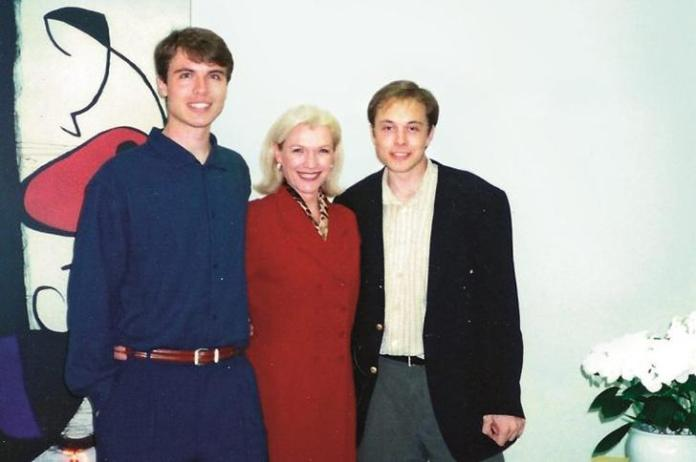 Kimbal Musk (L), Maye Musk and Elon Musk in 1996