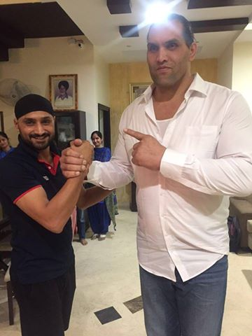 PHOTOS Harbhajan Meets The Great Khali Rediff Cricket