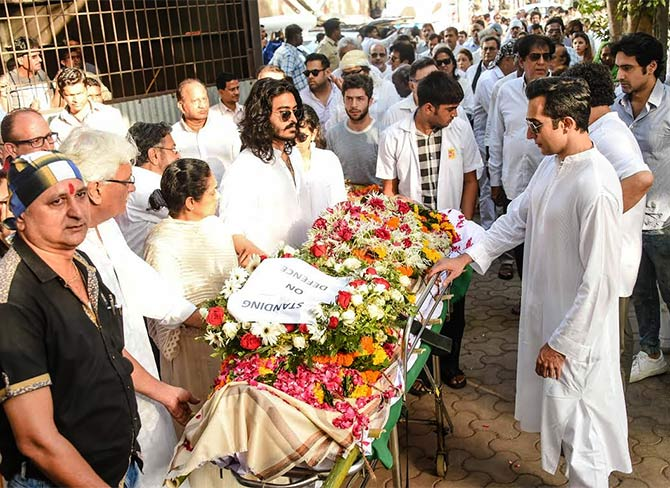 Image result for vinod khanna funeral