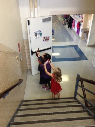These kiddos are on a shape hunt.