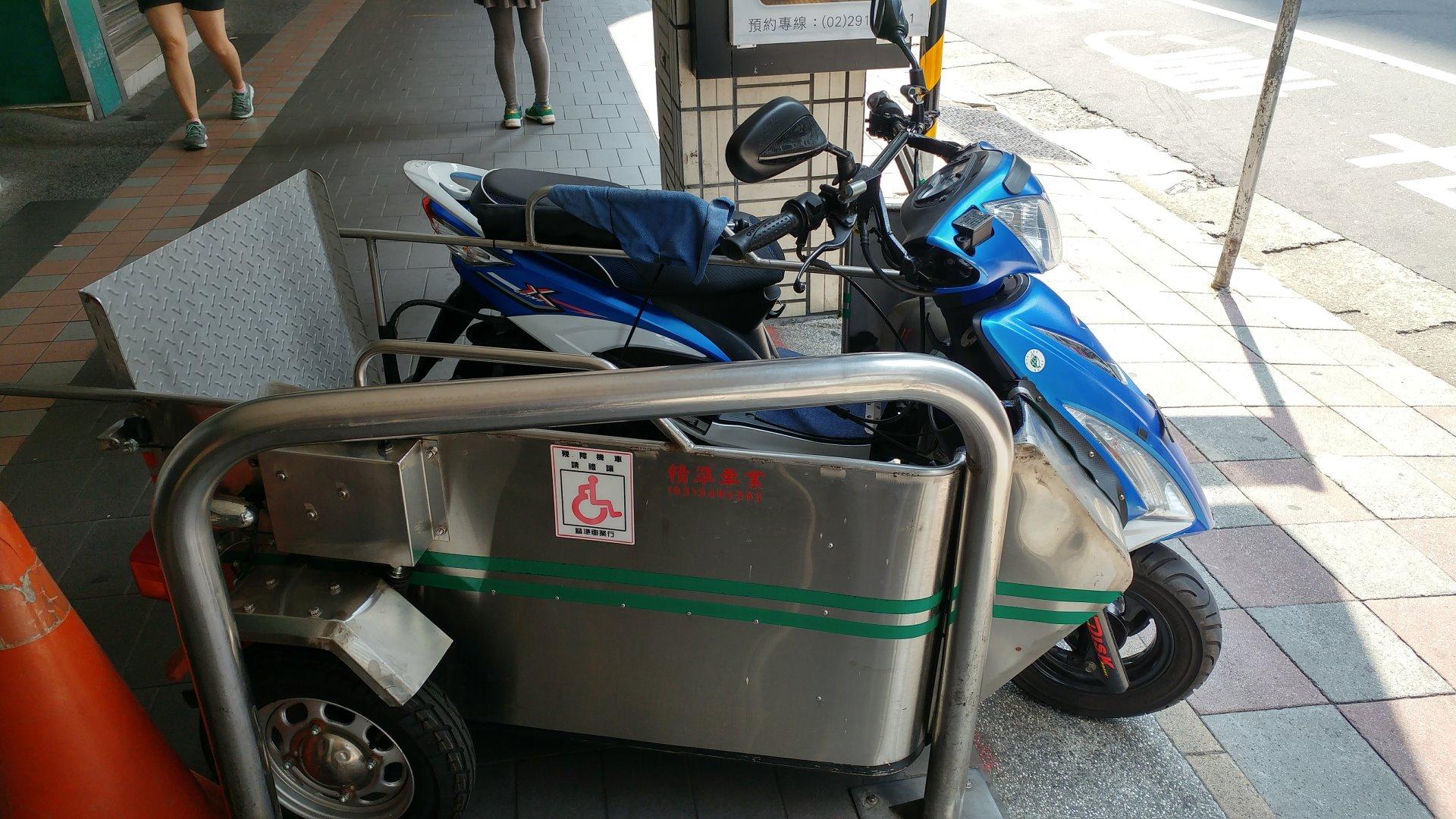 臺灣特有的改裝三輪摩托車 – im5481