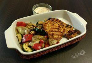 Grillowana pierś kurczaka z warzywami