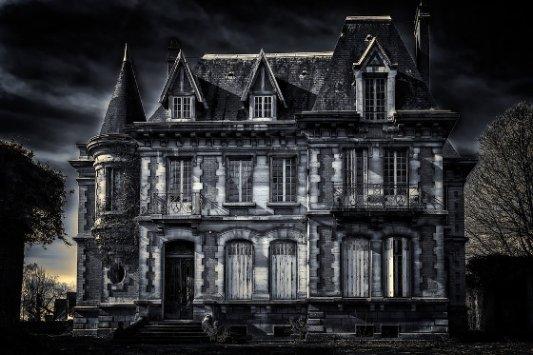 Casa victoriana misteriosa.