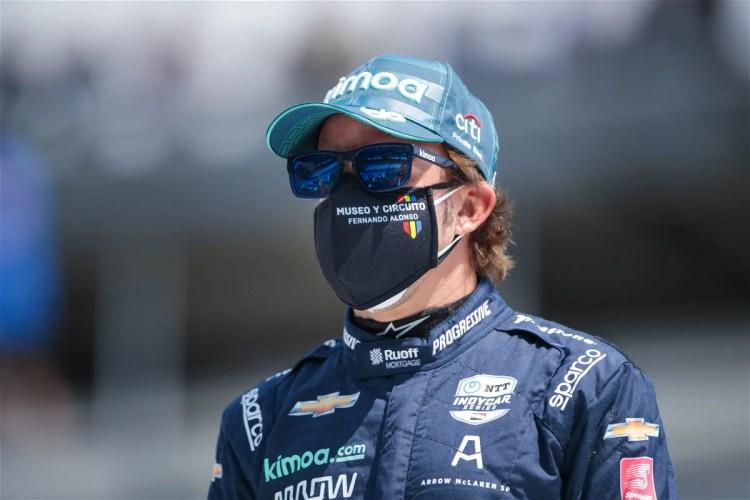 Carlos Sainz Excited to Have Fellow Spaniard Fernando Alonso Back in F1 -  EssentiallySports