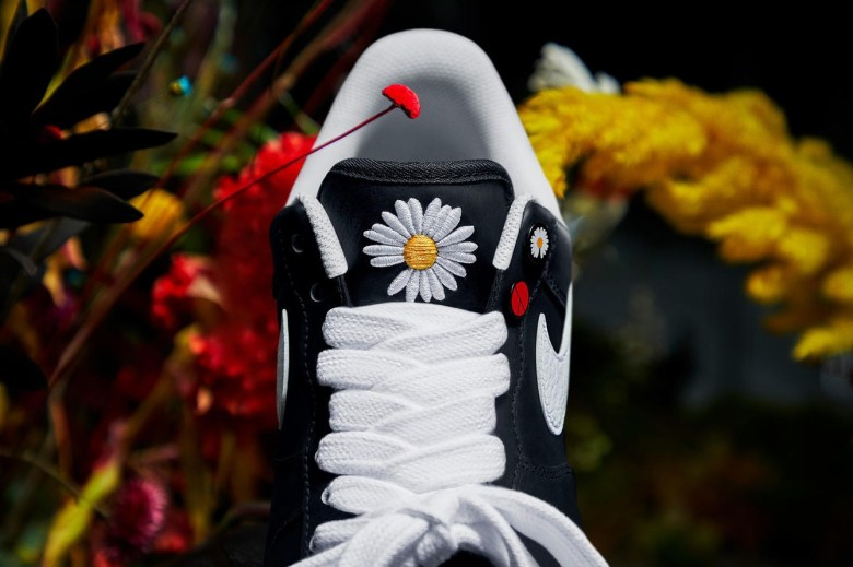 G-Dragon PEACEMINUSONE Nike Air Force 1 Para Noise Official Look Release info Date Buy black White Flowers Where Big Bang Military Friends and Family Dr woo