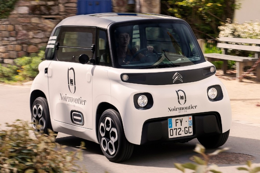 Citroën Ami Cargo French Micro City Car Courier Service Parcel Storage Electric Urban Delivery