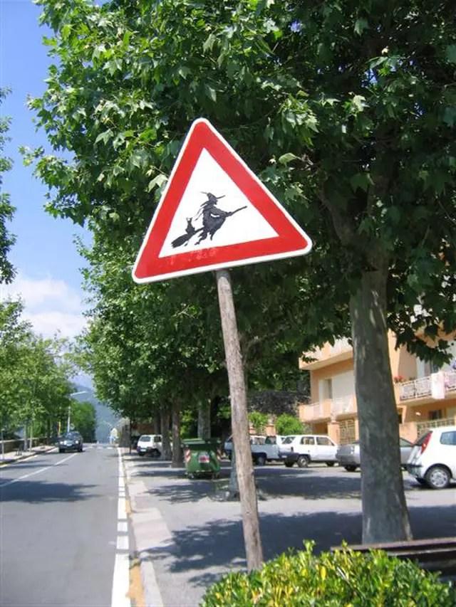 Attention Sorcire Volante Par Alain BATIER Sur LInternaute