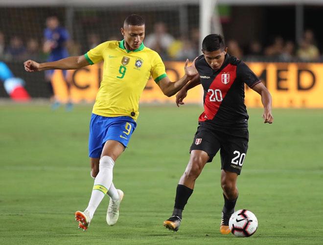Video highlight trận Brazil - Peru: Coutinho - Firmino nỗ lực, cơ hội liên hồi - 1
