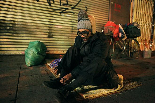 """Ảnh: Người vô gia cư trong đêm lạnh """"ác mộng"""" ở Hà Nội - 9"""