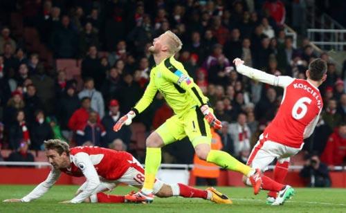Đua Top 4 Ngoại hạng Anh: MU coi chừng Arsenal - 2