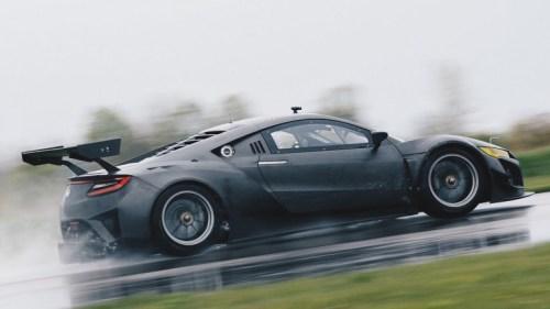 Acura NSX GT3 khoe cơ thể sợi carbon trên một đường thử - 2