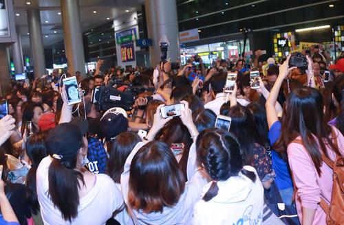 Fan Việt oà khóc khi gặp thành viên Super Junior - 8