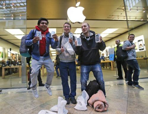 """Quên ngay iPhone X và iPhone 8 đi, iPhone 7 vẫn rất """"ngon"""" - 1"""