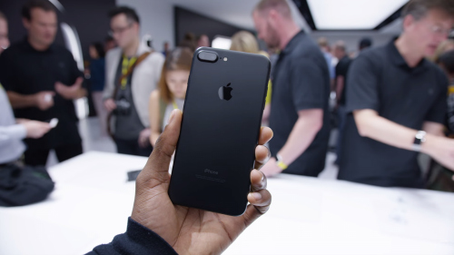 """Quên ngay iPhone X và iPhone 8 đi, iPhone 7 vẫn rất """"ngon"""" - 2"""