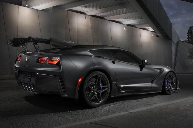 Siêu xe cơ bắp Chevrolet Corvette ZR1 2019 lộ diện - 2
