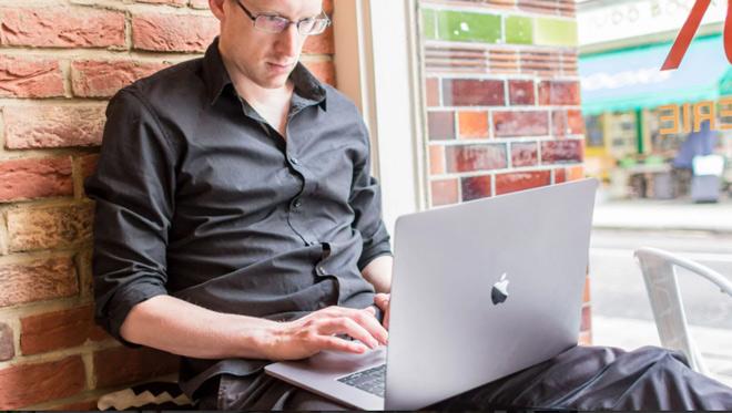 MacBook Pro 15 inch (2017): Laptop siêu chuyên nghiệp - 2