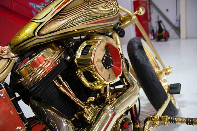"""Ngắm """"núi vàng di động"""" Harley Davidson Custom - 8"""