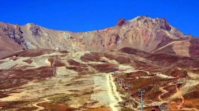Erciyes'in karı eridi bitti