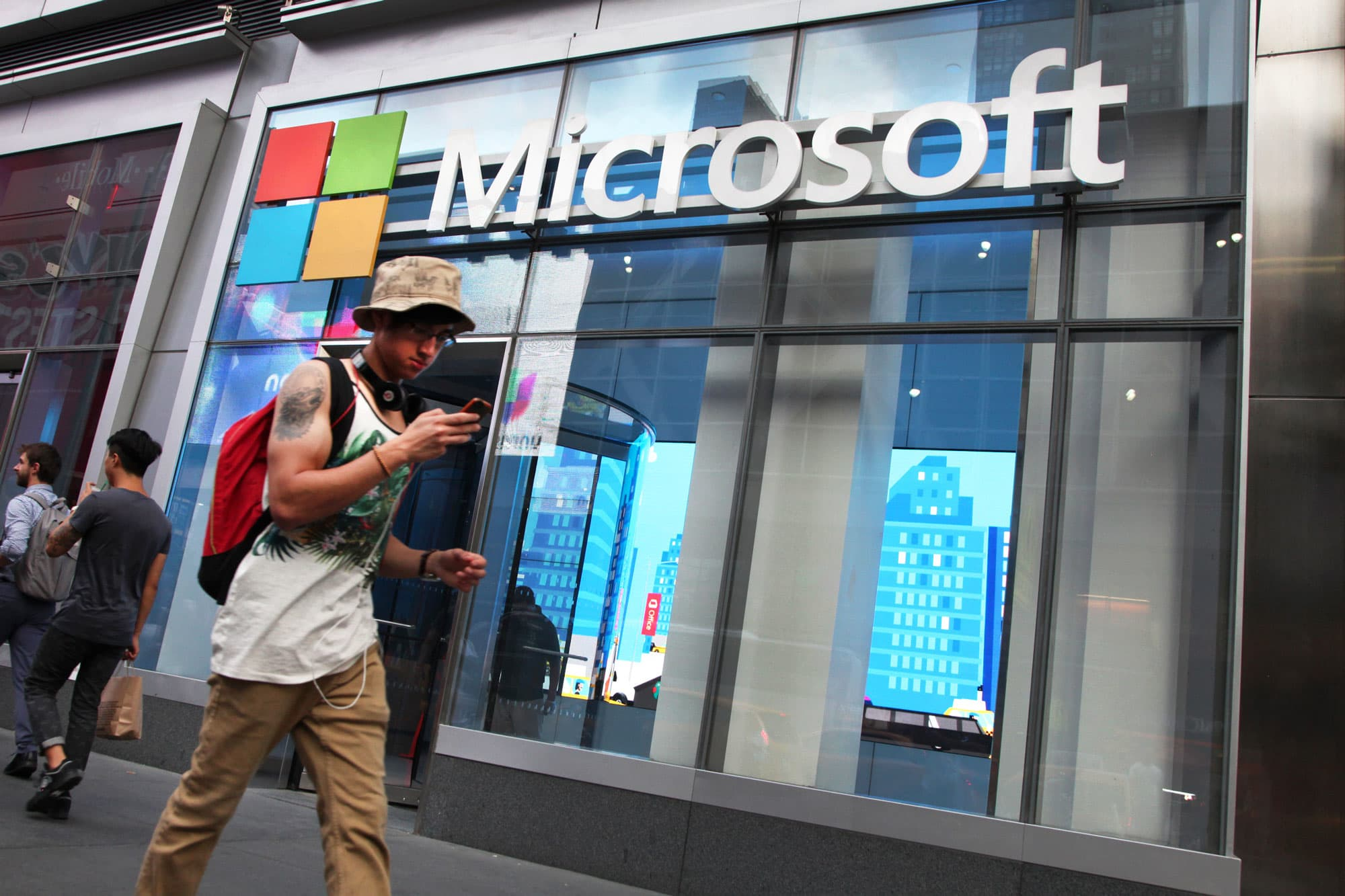 Microsoft to permanently close nearly all of its retail stores 4