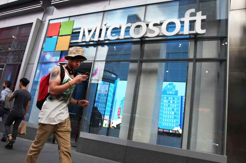 Microsoft to close retail stores 2