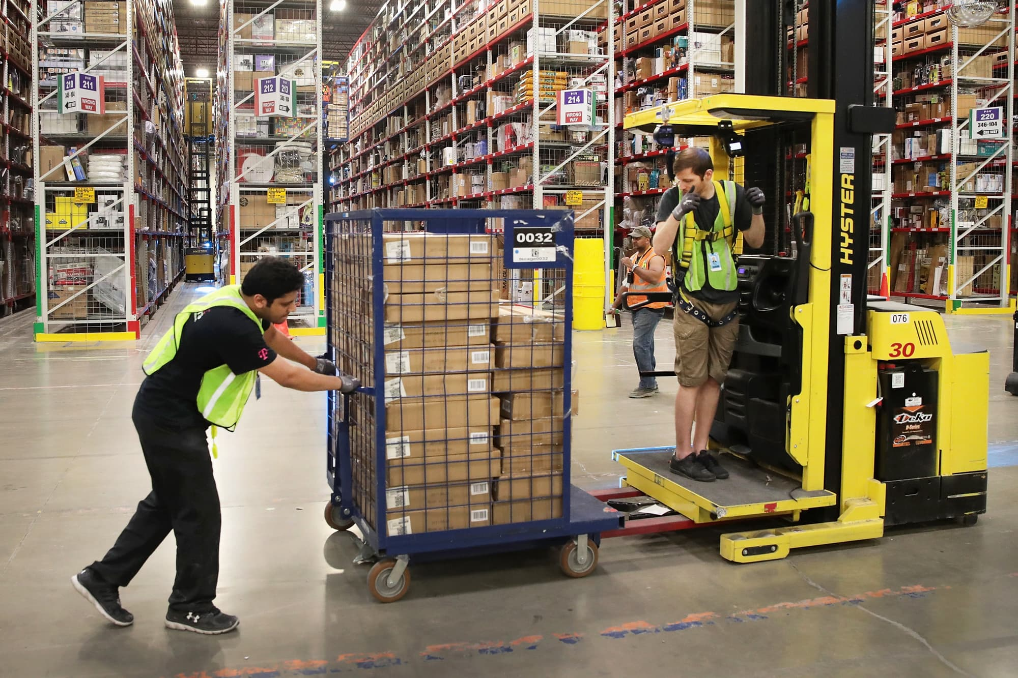 Amazon warehouse workers go on strike in Germany over Covid-19 114