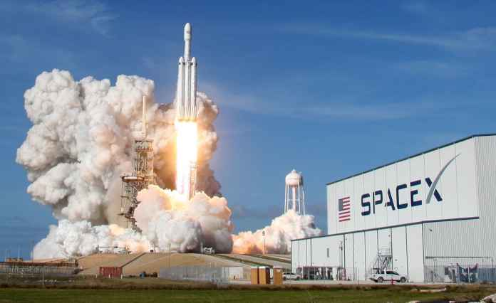 Elon Musk: SpaceX Falcon Heavy costs $150 million at most
