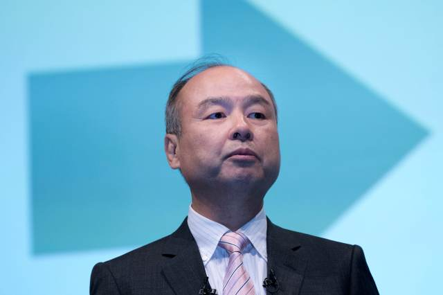 Sources: SoftBank plans to sell up to two-thirds of its T-Mobile stake, worth around $20B, early next week (Lauren Feiner/CNBC) 1
