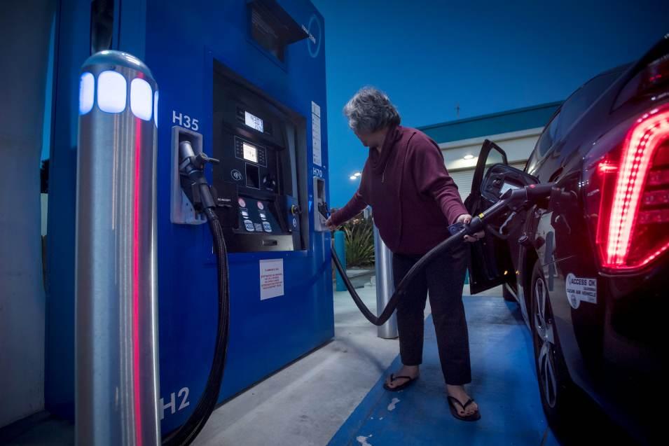 Musk Calls Hydrogen Fuel Cells Stupid But Tech May Threaten Tesla