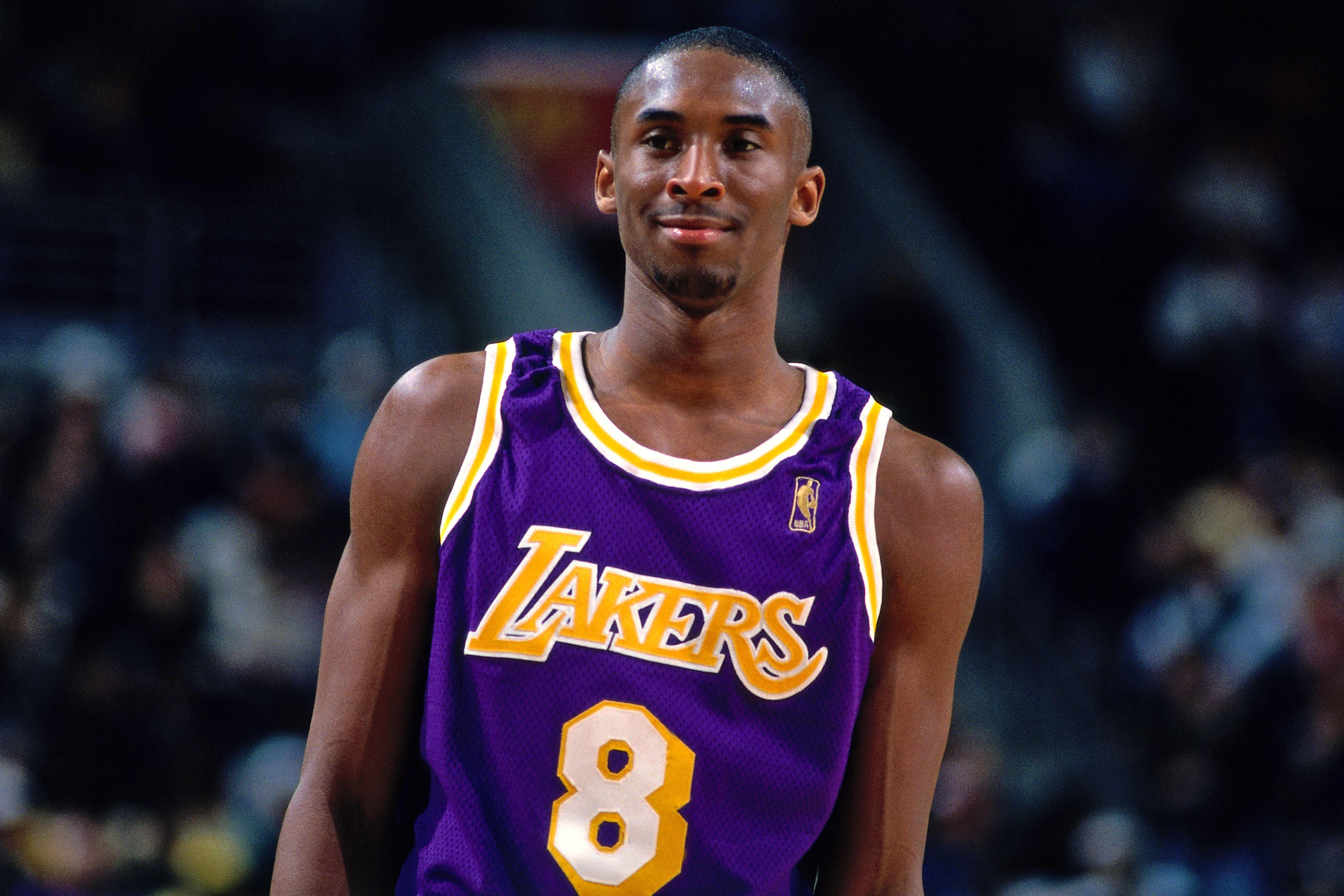 Ex-basketball star Kobe Bryant, 4 others die in helicopter crash