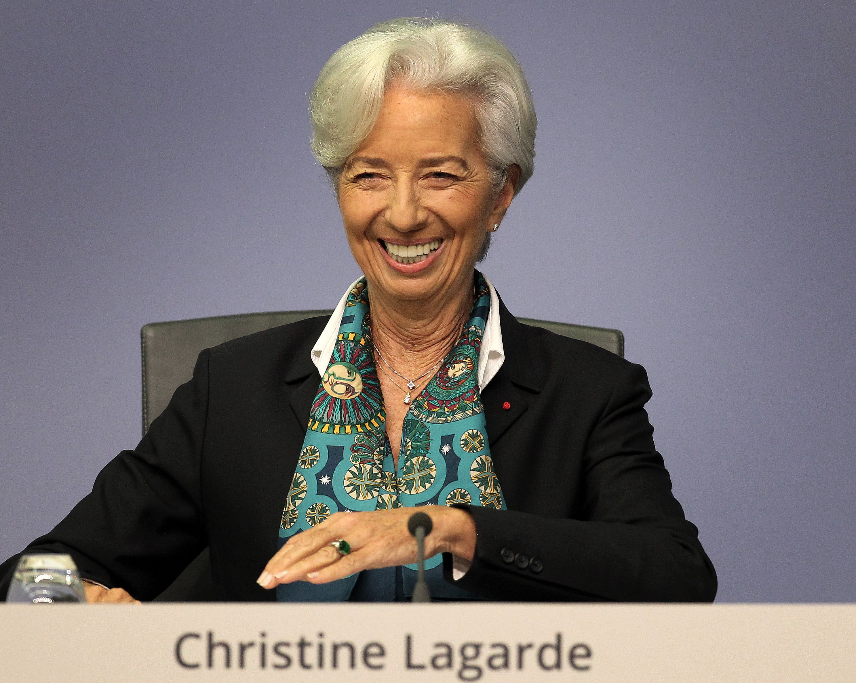 Lagarde pays tribute to 'role model' Merkel