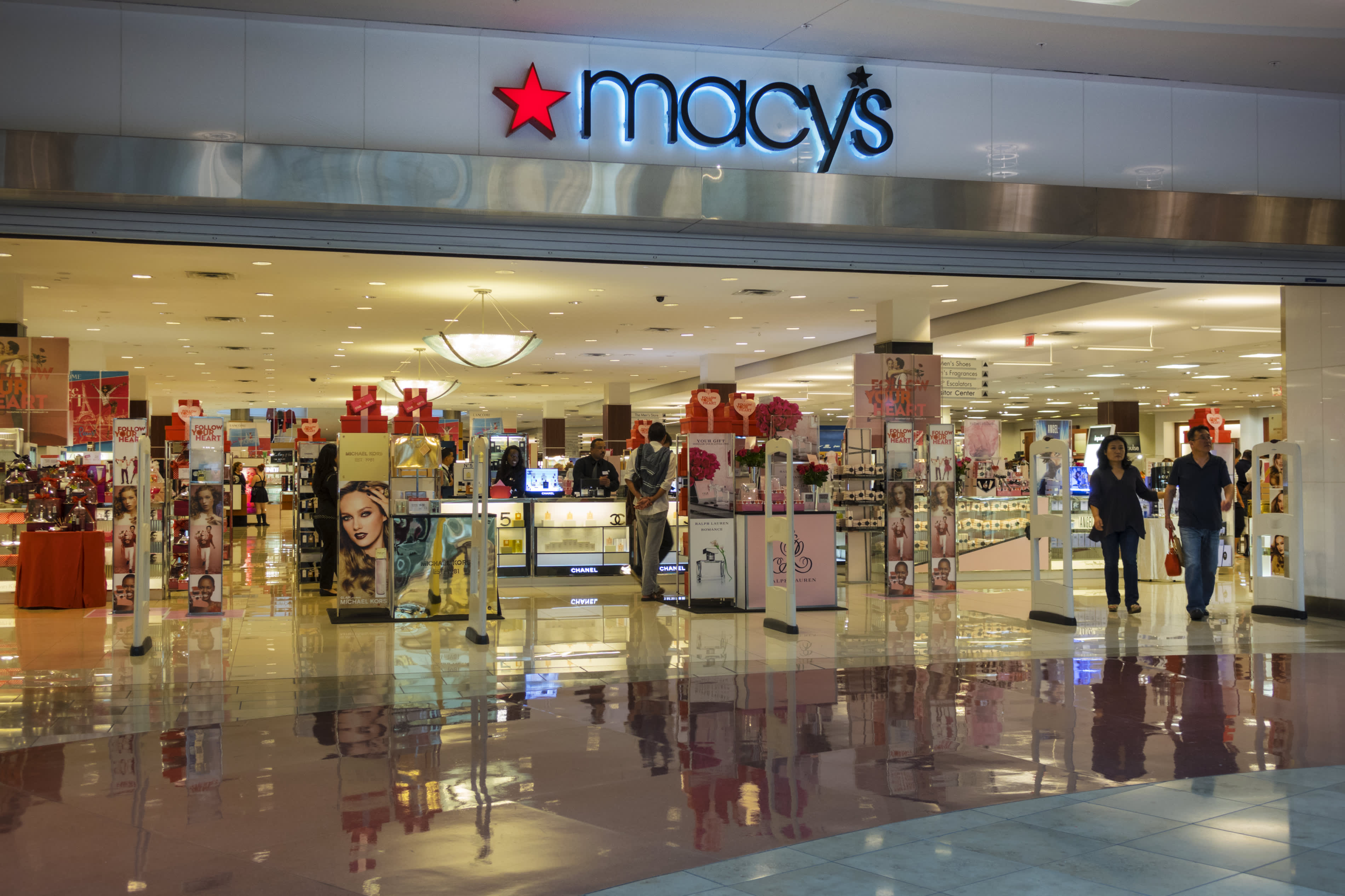 Macy's weighs raising as much as $5 billion in debt to weather coronavirus crisis