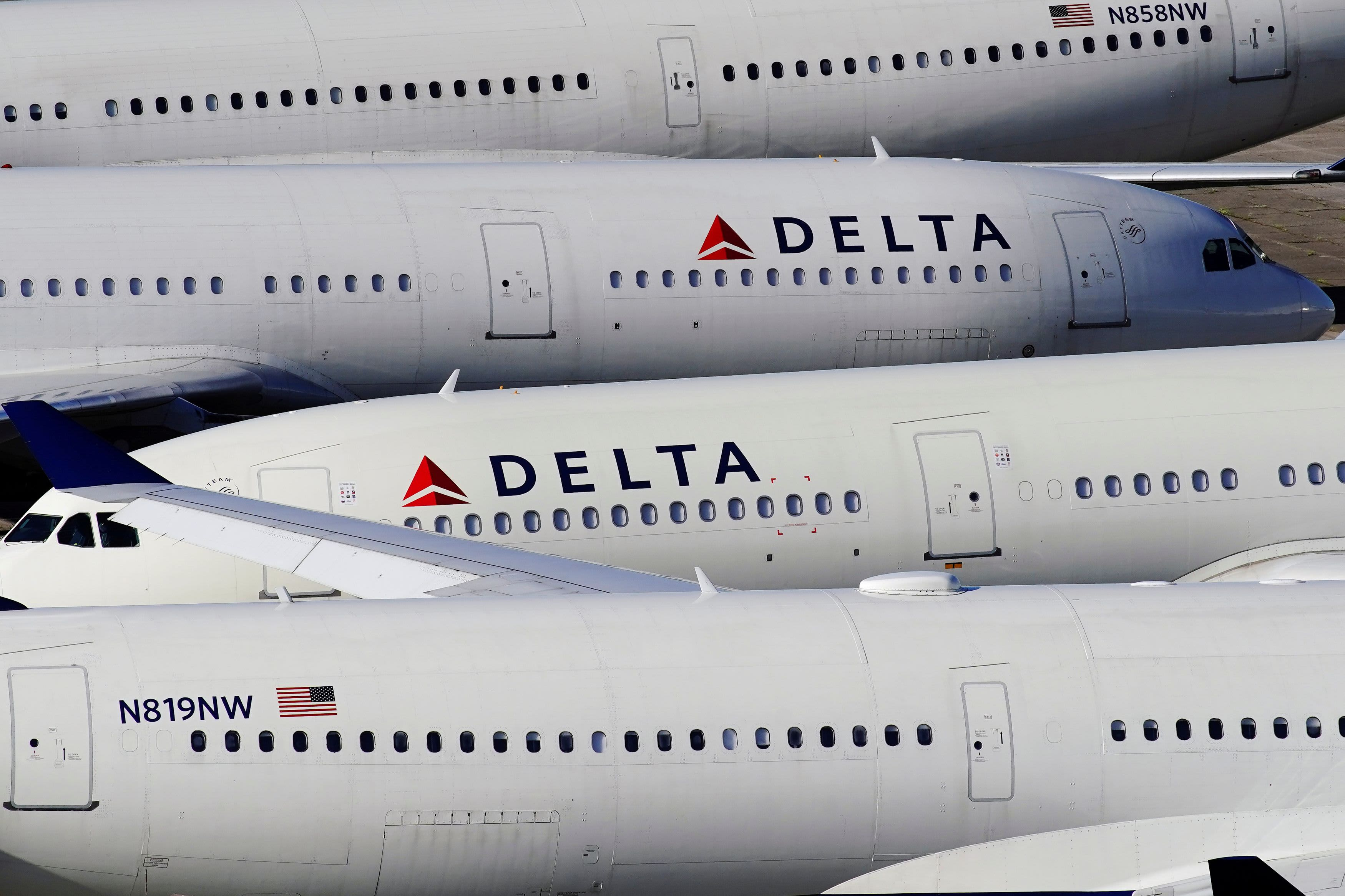 Photo of Delta to warn greater than 2,500 pilots about potential furloughs, affords early retirement packages