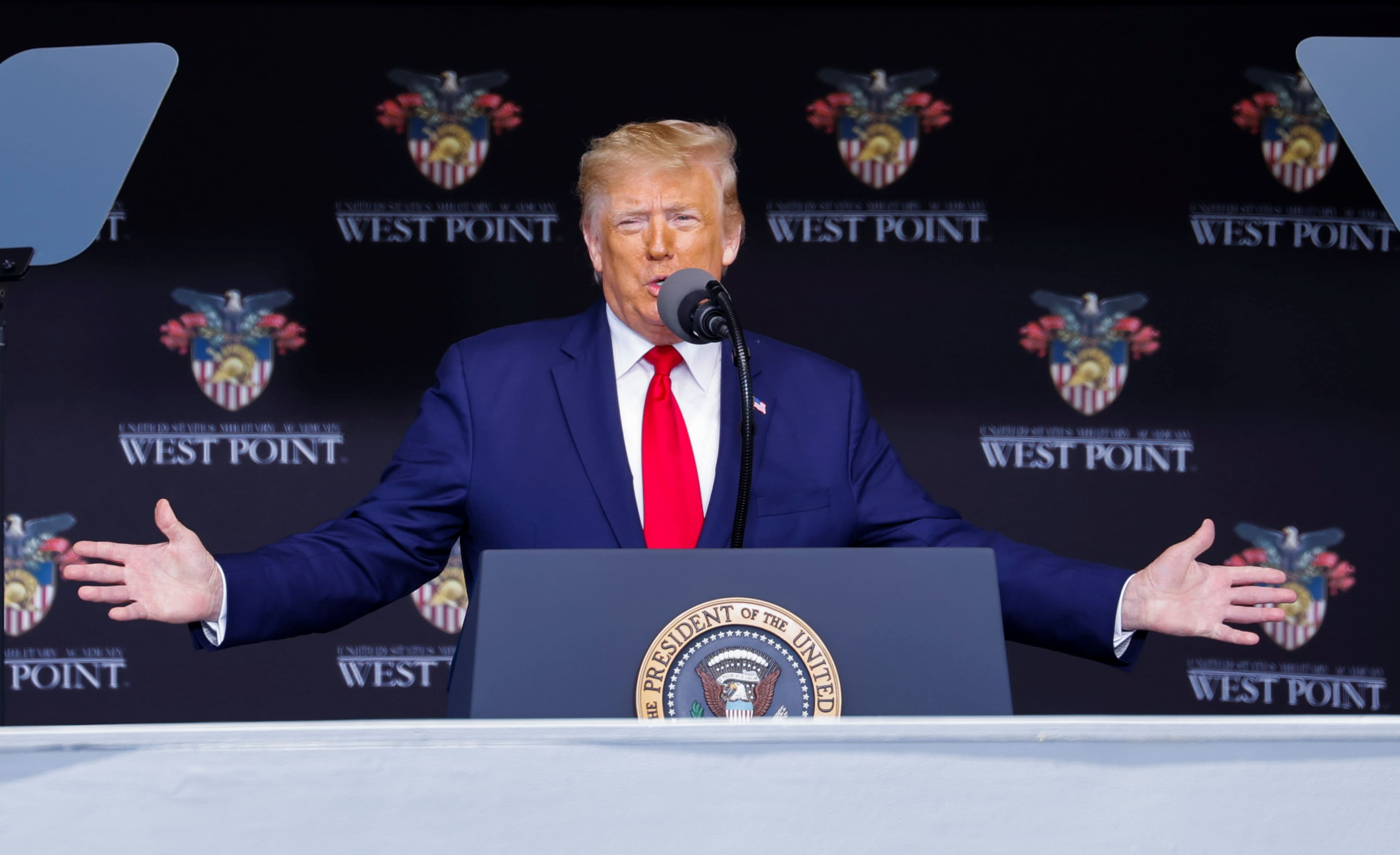 Photo of Trump addresses West Point graduates after criticism from alumni and controversial church photo op