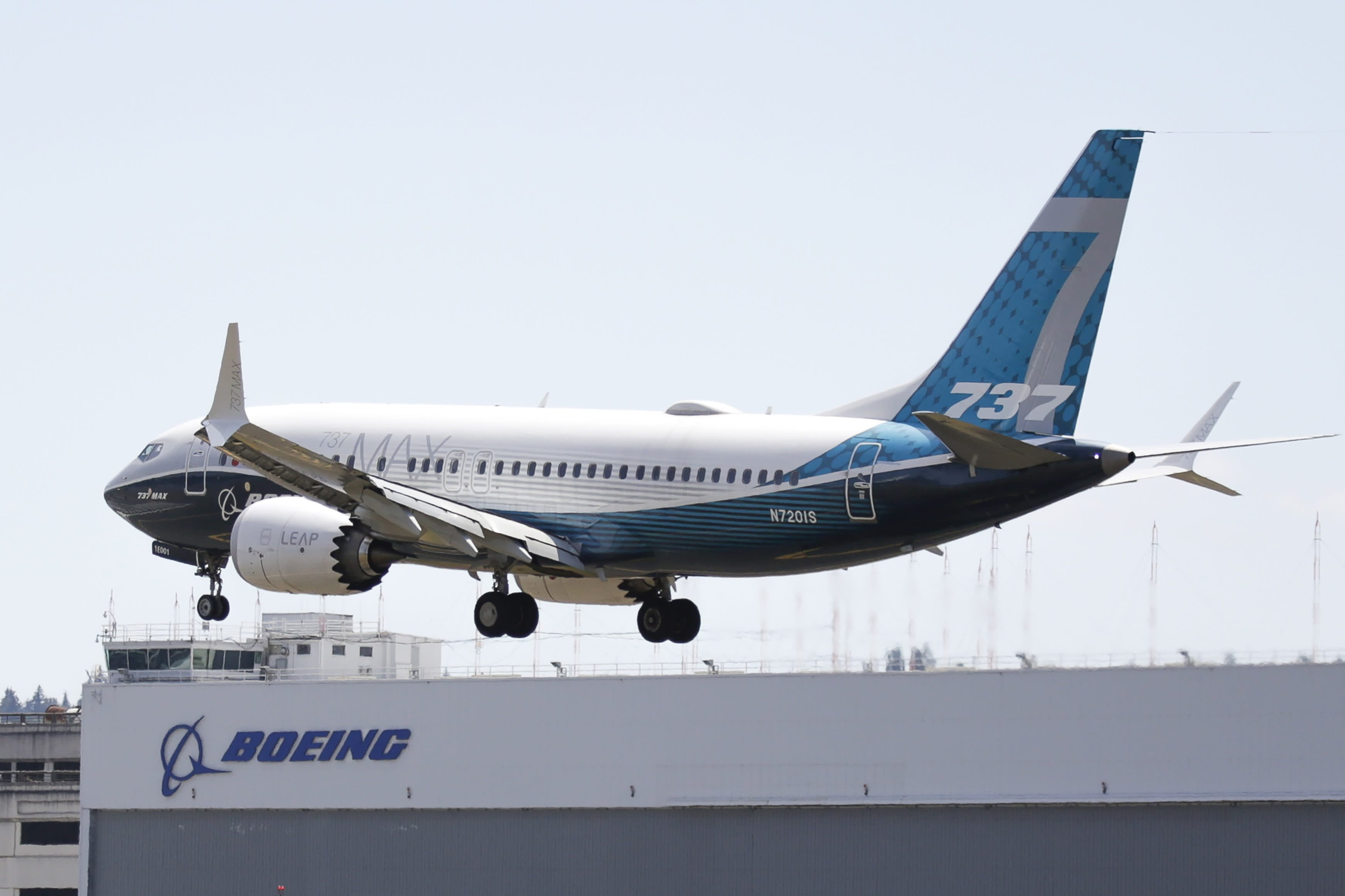 Boeing posts sixth consecutive quarterly loss, expects turning point in 2021