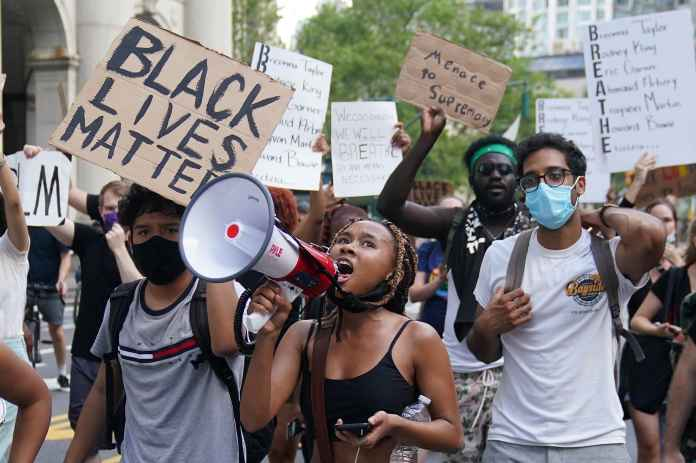 Facebook groups pivot from lockdown to attacks on Black Lives Matter
