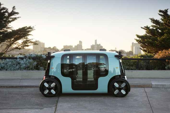 amazon zoox unveils self-driving robotaxi