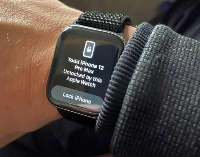 Unlocking my iPhone with my Apple Watch using iOS 14.5.