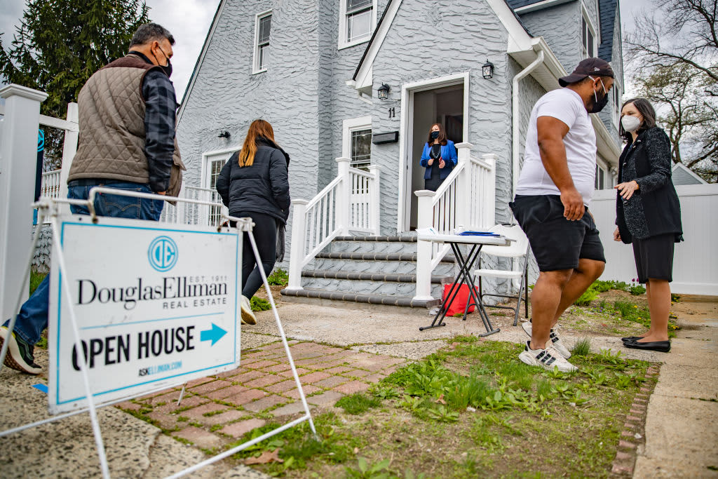As home prices rise, here's what buyers can do to land a deal