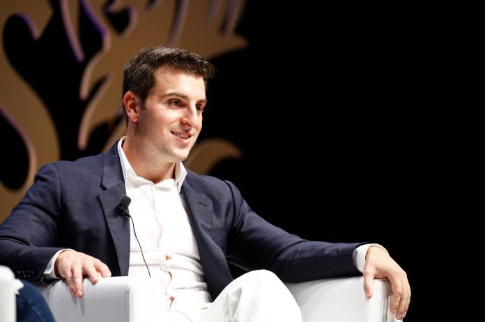 Airbnb says first-quarter revenue rose 5% as vacationers return to travel