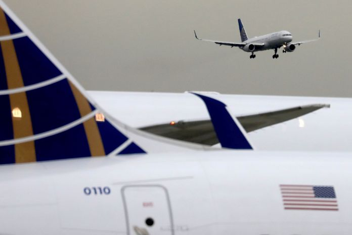 United offers flight attendants, pilots offered extra pay for proof of Covid vaccination
