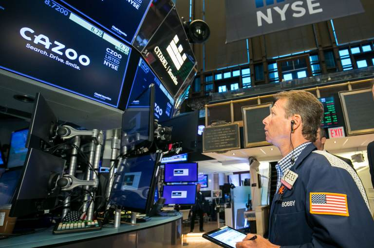 Stock futures dip after Dow notches three straight losing weeks