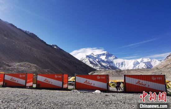 Container-homes on a Mount Qomolangma base camp. (Photo provided to China News Service)